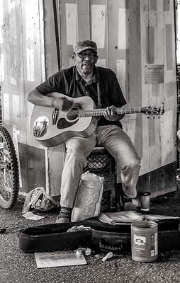 Mike Thomas Photos: Street &emdash; Baltimore Street Busker